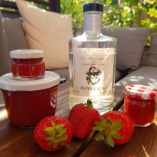 Pfeffrige Erdbeermarmelade mit Gin