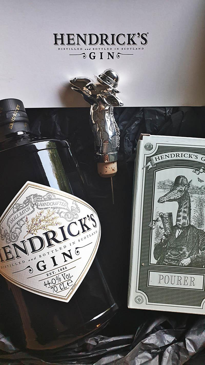 Der Hendrick's Gin im Review auf ginvasion.de - Flaschendesign 1