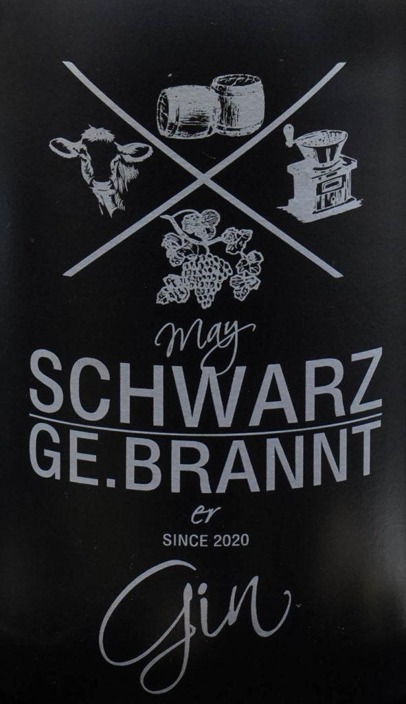 Der May Schwarz Ge.brannter Gin im Review auf ginvasion.de - Flaschendesign