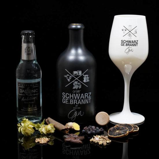 May Schwarz Ge.brannter Gin